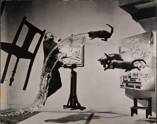 Philippe Halsman, Dali Atomicus, 1948 Musée de l'Elysée © 2013 Philippe Halsman Archive / Magnum Photos Exclusive rights for images of Salvador Dalí: Fundació Gala-Salvador Dalí,  Figueres, 2014