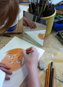 Une élève face au miroir