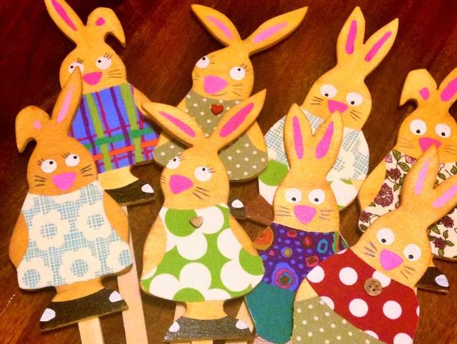 Famille de lapins, bois et tissu